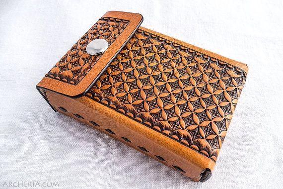 Punziertes Leder Zigarettenetui geometrisches Muster von ARCHERIA