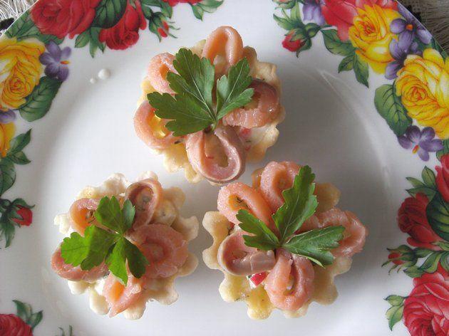 Тарталетки с тунцом и грибами