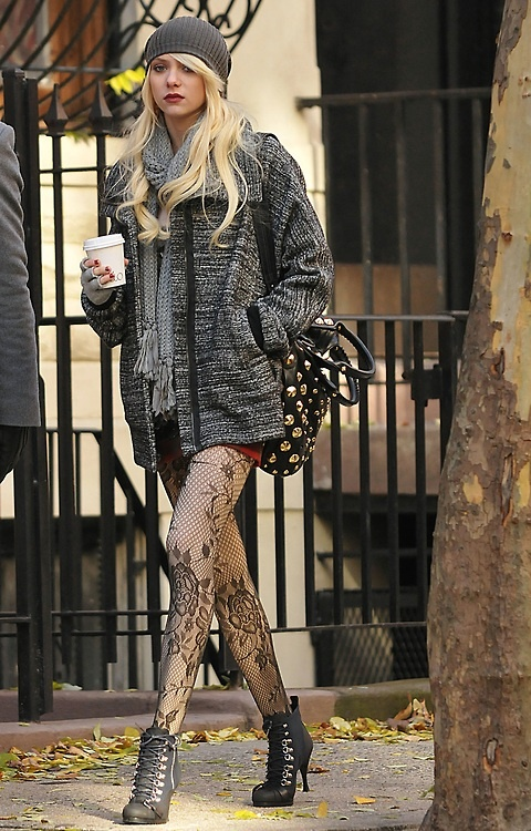 Taylor momsen's got a really interesting classy grunge thing going on here, I'd love to try that! Maybe less leg though.