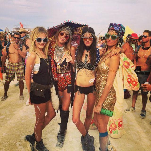 Las mujeres más bellas en el festival Burning Man http://ift.tt/2iwEUHp