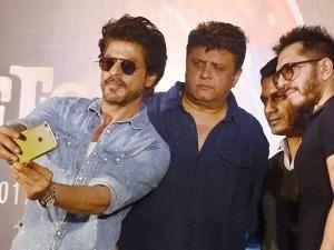 Shah Rukh Khan taking selfie along with director Rahul Dholakia, actor Nawazuddin Siddiqui and producer Ritesh Sidhwani