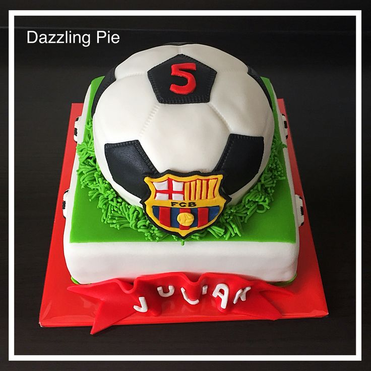 Voetbaltaart FC Barcelona / soccer cake made by Dazzling Pie