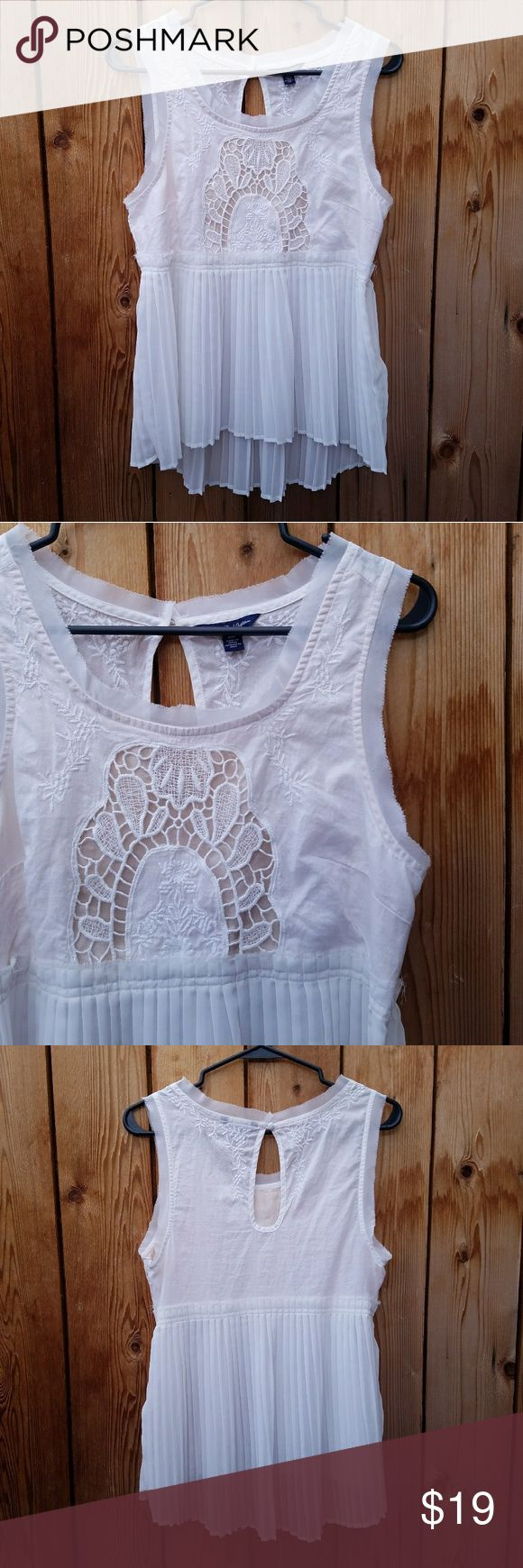 American Eagle White Embroidered Pleated Top Zips along left side, high low, so cute! Excellent condition  Feel free to ask me any additional questions! Bundles 3+ are 15% off. No trades, or modeling. Happy Poshing! American Eagle Outfitters Tops