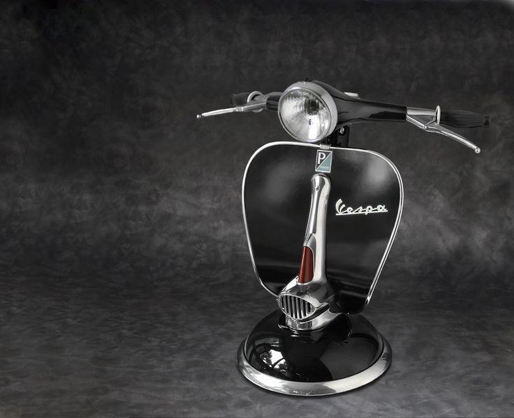 """Lampada realizata con manubrio originale VESPA anni """"60,biluce originale comandata dal suo switch e manubrio ruotabile di 90° nei due sensi."""