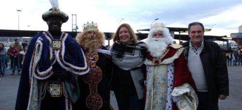 Los Reyes Magos desembarcan en el Puerto de Motril cargados de ilusión y con más de 8.000 kilos de caramelos