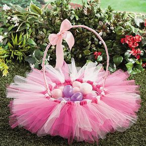 Tulle Easter Basket Idea   This DIY Easter basket for girls is oh so pretty! #Easter #basket