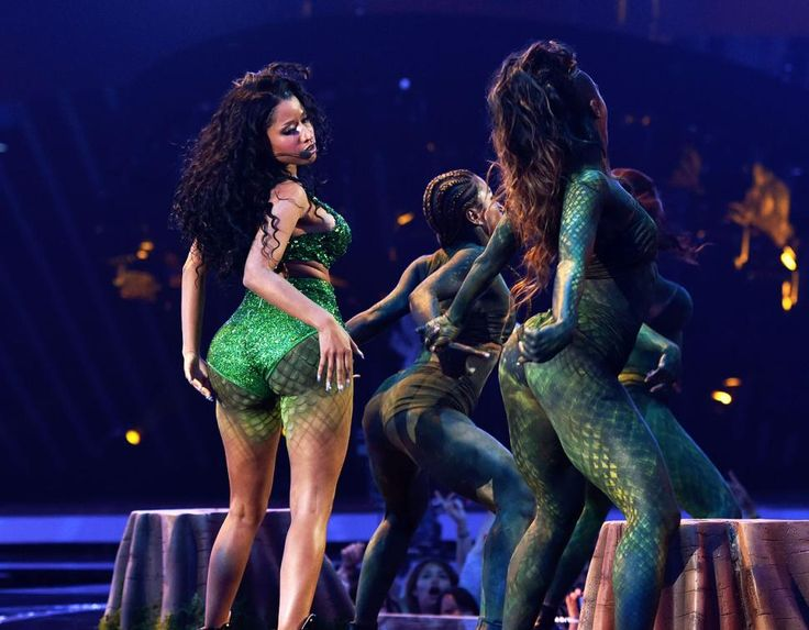 Nicki Minaj shows off the posterior that inspired the song in her performance of 'Anaconda.'