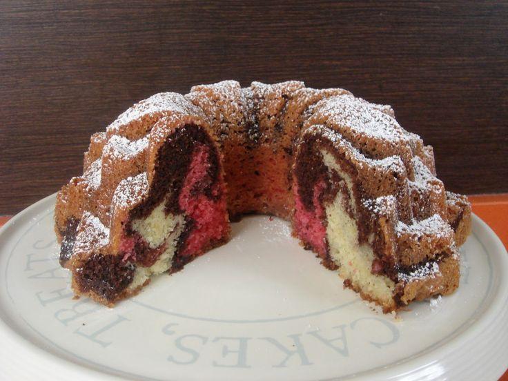 una chispa de dulzura: Neapolitan Marble  Bundt Cake
