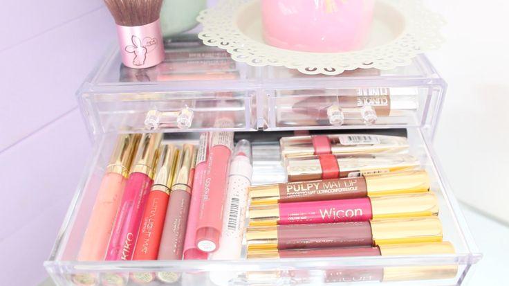 Plexiglas makeup holder