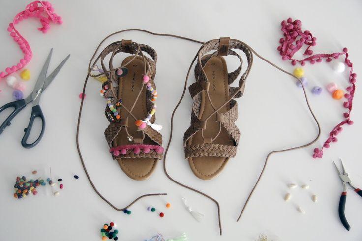Pompoms sandales, DIY, sandales pompons