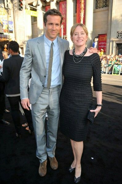 Ryan Reynolds and Tammy Reynolds Photos - Premiere Of Warner Bros ...