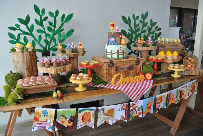 Rustic winnie the pooh first birthday party ideas decor for Table design for 1st birthday