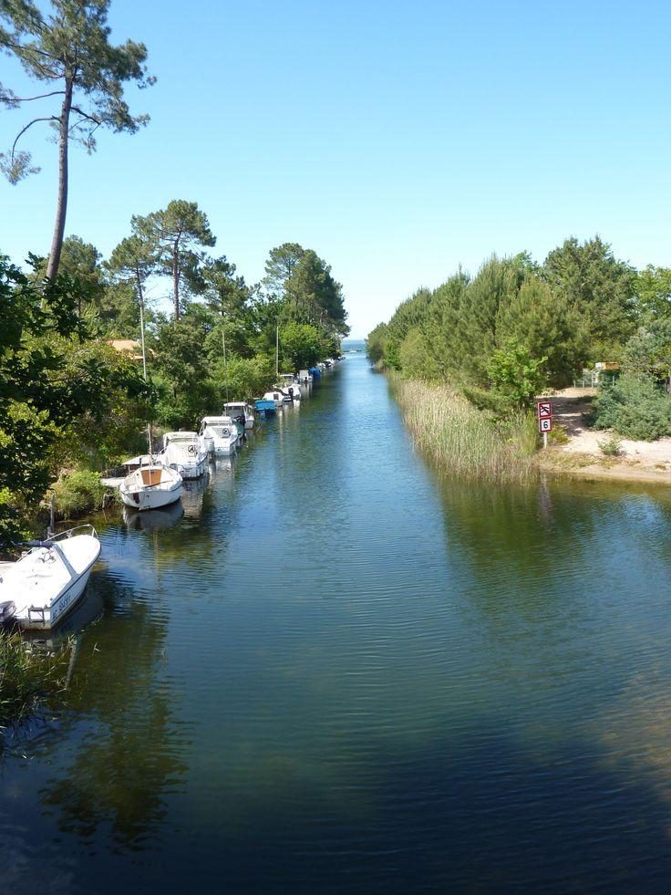 Canal vers le lac de Biscarrosse #Biscarrosse #landes #bisca #lake #canal #boat