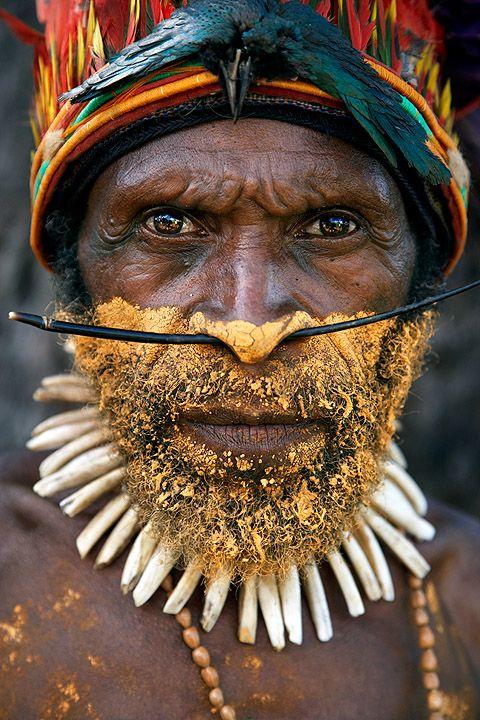Exposición de retratos de nativos de Papua Nueva Guinea en el Bar Orbela de Zarautz via ikapero.com