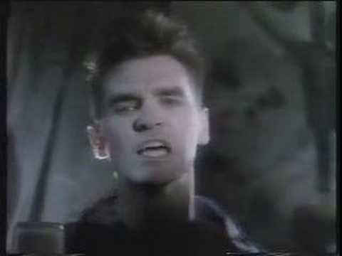 """The Smiths - The Boy With The Thorn In His Side del album  """"The Queen Is Dead"""" lanzado como single el 23 de septiembre de 1985, logro el nº 23 en el chart británico. Un temazo para disfrutar!"""