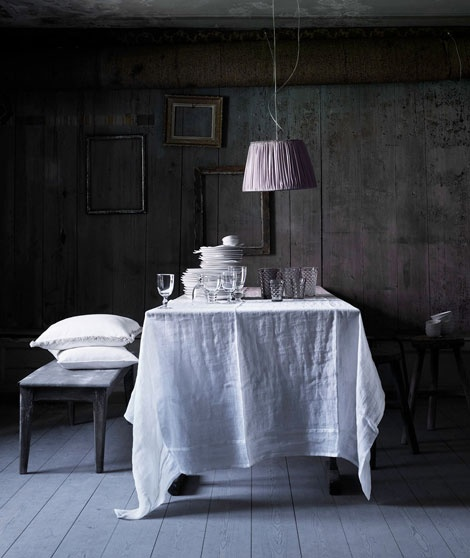 that linen table cloth.... oh my.