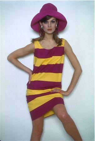 ジーン・シュリンプトン ボーダードレスは女性らしく着こなすのがポイント。