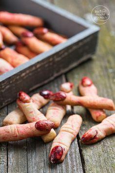 Abgehackte Hexenfinger bzw. Halloween-Finger, täuschend echt aussehende Kekse zum Gruseln   http://www.backenmachtgluecklich.de