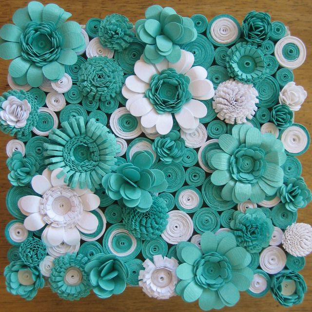DO with quilling. If you have not tried this you should. it is a great project for when you dont have a lot of time to stop and so all at once you can stop put it away and come back to.: White Flower, Paper Quilling Flower, Flower Design, Color, Paper Flower, Quilling Paper, Quilling Ideas, Paper Crafts, Art Pieces