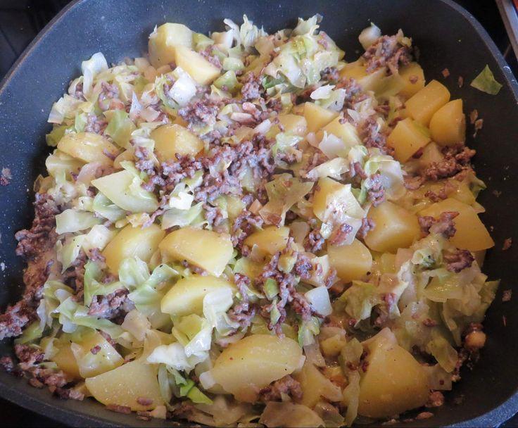 Spitzkohl-Hackfleisch-Kartoffel-Schmaus mit saurer Sahne