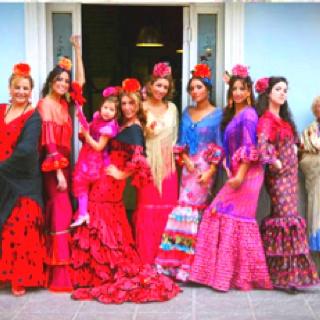 : Modistillas Flamencas, Costumes, With Art, Flamenco, Gitanas Con, De Confección, Spain Flamenco, Flamenco Fashion, Flamenco