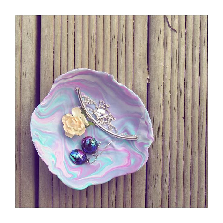 Marbled jewellery dish made from Modelling clay. @ellek.ay on Instagram
