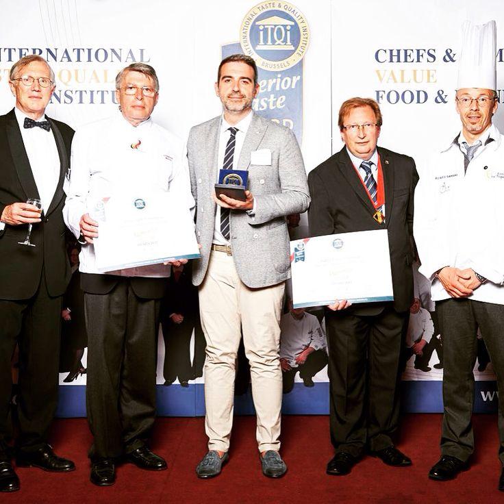 BRUXELLES (B) - LA NOSTRA PIADA CONFERMA LE 3 STELLE D'ORO ALL'OSCAR DEL GUSTO. Si sono svolte a Bruxelles (B) le premiazioni del Superior Taste Award (l'Oscar Internazionale del Gusto), uno dei cinque Premi internazionali più importanti al mondo per il settore Food & Beverage. 3 Stelle d'Oro per la nostra piada e 2 Stelle d'Oro per la Piada Light.