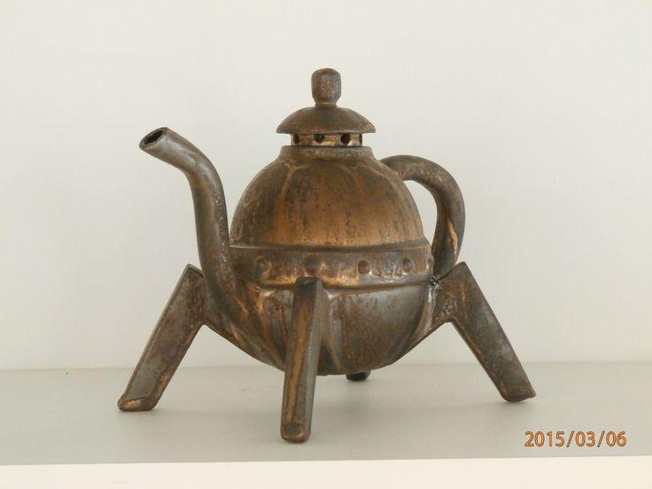 John Stephens Wanganui NZ hand built paper clay teapot.   'Industrial' teapots