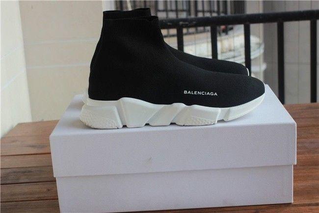 Primark se atreve con las botas calcetín de Balenciaga