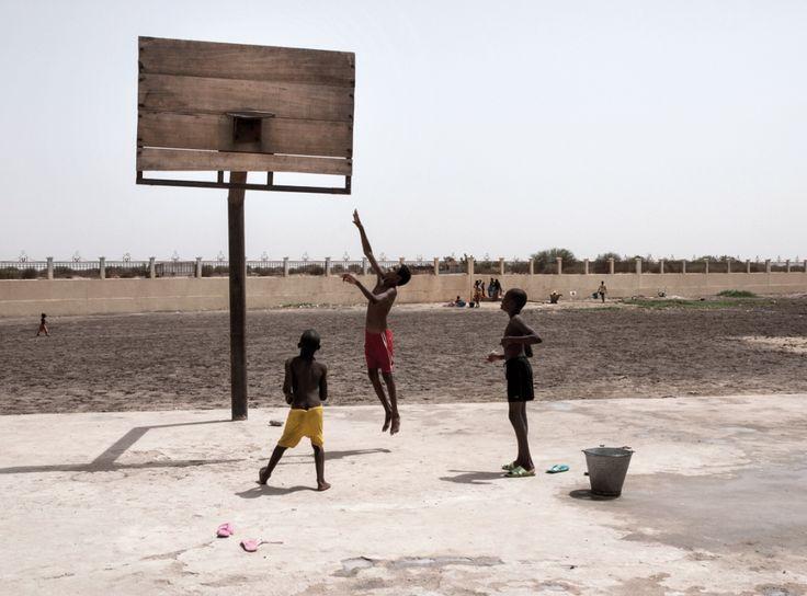 DIAPO-SONORE - Les photographies de Guillaume Lavit d'Hautefort illustrent le livre «Parler des camps au XXIe siècle» d'Alain Rey. En image et à travers les mots, cette réflexion aboutie revient aux origines de la migration et du phénomène d'encampement.