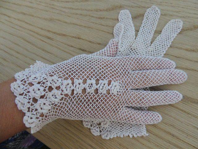 Online veilinghuis Catawiki: Een verzameling van 35 paar katoenen en lederen handschoenen, circa 1925-1970