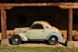 Un des rarissimes coupé Renault Juvaquatre (environ 83 exemplaires). Celui-ci a été retrouvé au Mexique !!!