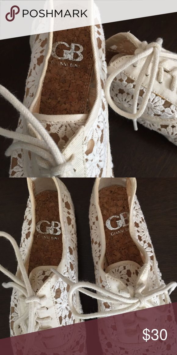 NWOT Gianni Bini Lace Oxfords Never Been Worn Cream Loafers Gianni Bini Shoes Flats & Loafers