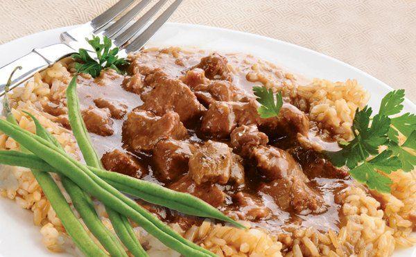 Гуляш из говядины в мультиварке получается сочным, ароматным и очень вкусным. Простой рецепт приготовления мяса в мультиварке, пошаговый рецепт с фото.