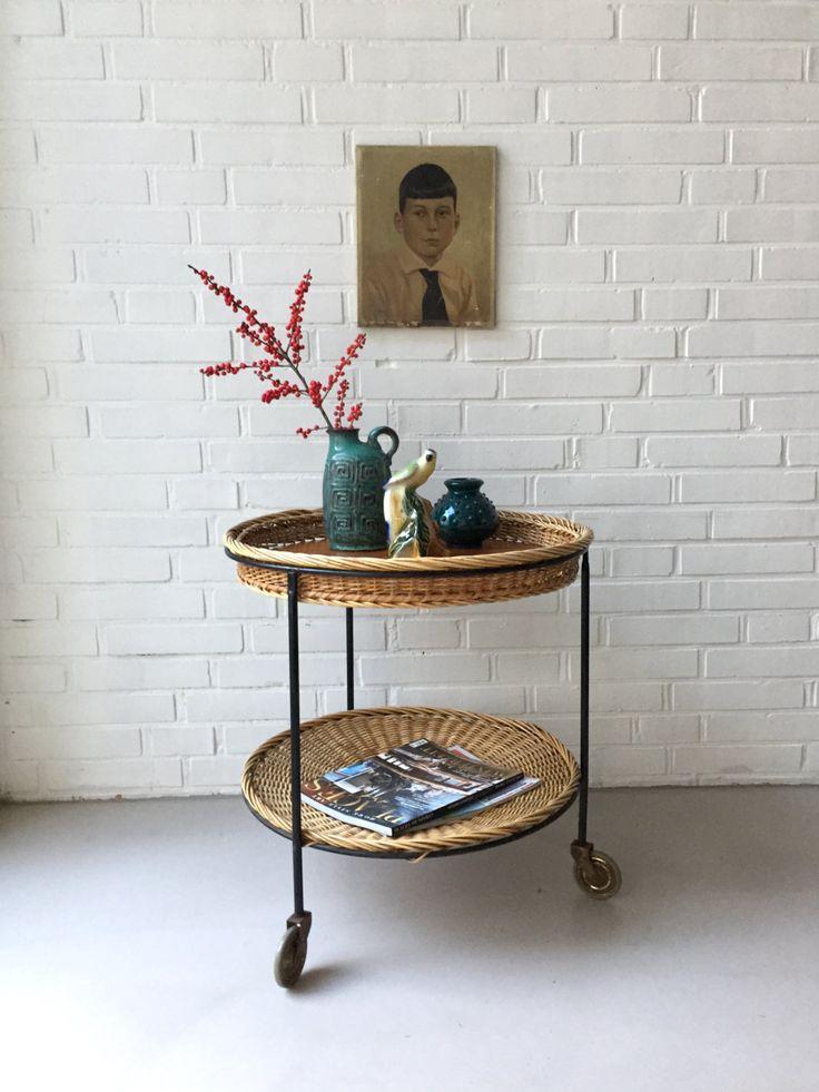 Vintage kleiner Tisch, Rattan, Teewagen, Beistelltisch, Mid Century, Servierwagen mit Rädern, Tabletttisch von moovi auf Etsy