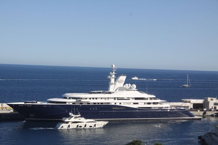 $250 MILLION: Qatar's former Prime Minister, Hamad bin Jassim bin Jaber Al Thani, owns the Al Mirqab — a luxury yacht that can accommodate 24 people. The yacht won the Motor Yacht of the Year award in 2009. It has two VIP suites that each come with a bathroom, living room, and double bedroom.