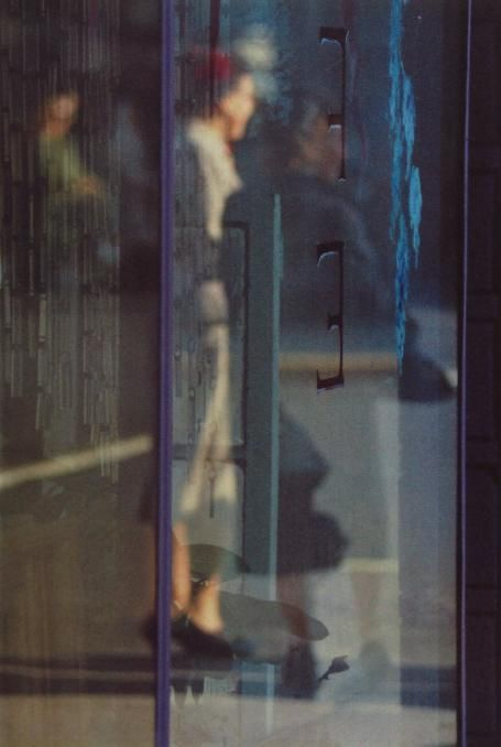 SAUL LEITER - Walking, 1956