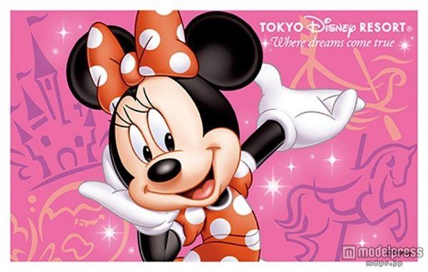赤い水玉ワンピースのミニーマウス/(C)Disney