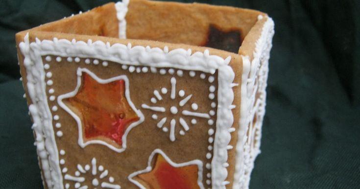 Elkészült egy újabb ajándék karácsonyra. Ugyanazt a tésztát és írókát használtam, mint itt . A kinyújtott tésztából 5 db négyzetet vágt...