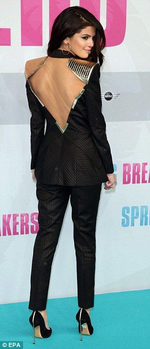Selena Gomez flashes some serious flesh in sharp suit with plunging neckline… as she dwarfs Vanessa Hudgens at Spring Breakers premiere Read more: http://www.dailymail.co.uk/tvshowbiz/article-2281327/Selena-Gomez-flashes-flesh-sharp-suit-plunging-neckline-dwarfs-Vanessa-Hudgens-Spring-Breakers-premiere.html#ixzz2zz3b5qbc Follow us: @MailOnline Pics on Twitter | DailyMail on Facebook