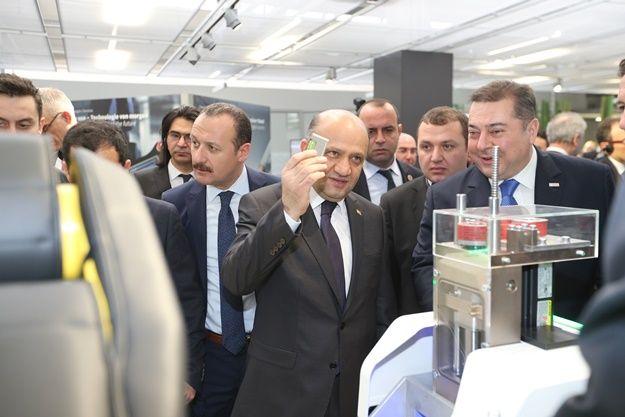 Benzer Yazılar:Gelişmiş Üretim ve Teknoloji Merkezi için Rolls-Royce…Bilim, Sanayi ve Teknoloji Bakanı Fikri Işık, Silikon…Silikon Vadisi yapımı için adımlar atılıyorTürkiye için Büyük gün 26 MayısSİLİKON VADİSİ DÖNÜŞÜ YORUM VE BEKLENTİLER !Türkiye'nin ilk büyük ölçekli seri üretim…ENDÜSTRİ 4.0 NEDİR ?Yerli Otomobil Pekte yerli değil , O bir milli kadillak !Türkiye geleceğin teknolojisi için Grafen üretiyor !