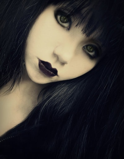 goth girl frame lips - photo #10