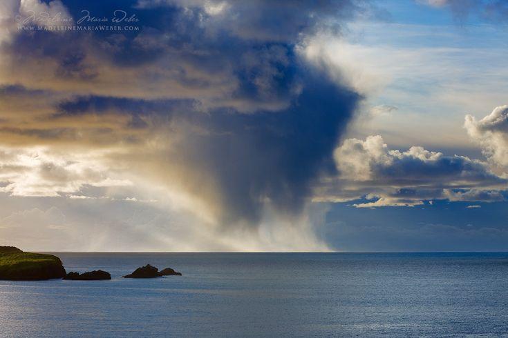 Magisches Licht, geheimnisvolle Wolkenbildungen sichtbare Stürme: Irland seen by Madeleine Maria Weber