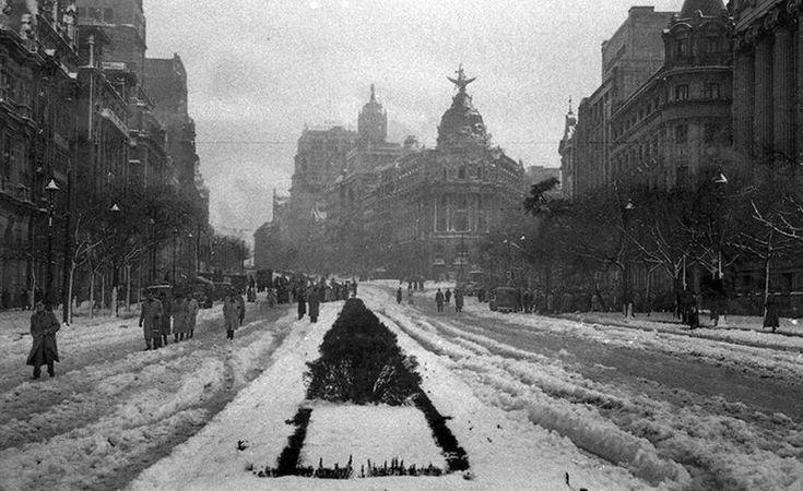 ¿Veremos este año Madrid como en 1950? http://www.secretosdemadrid.es/fotos-antiguas-la-calle-de-alcala-nevada/…