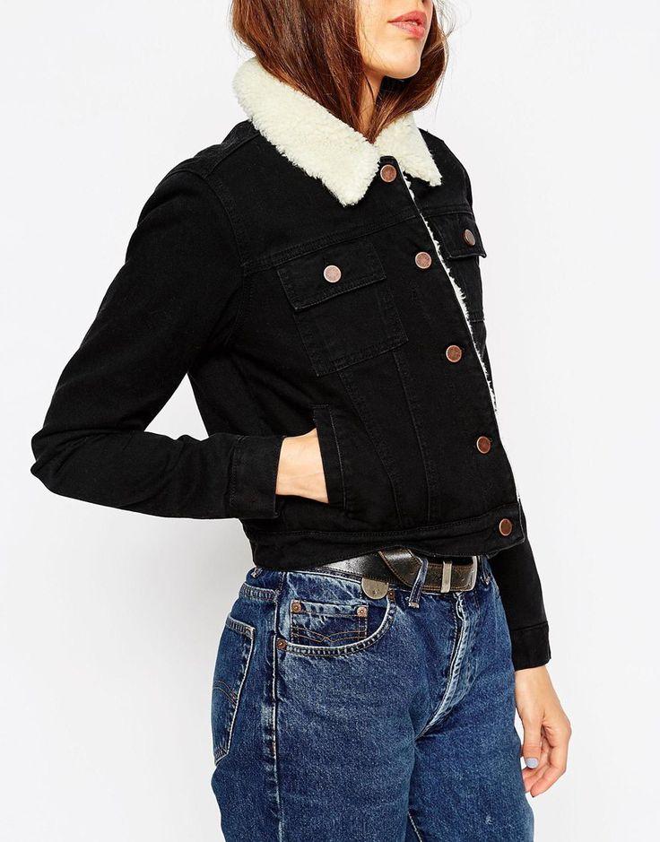 Bild 3 von ASOS – Kurze Jeansjacke in reinem Schwarz mit Fell-Futter und -Kragen