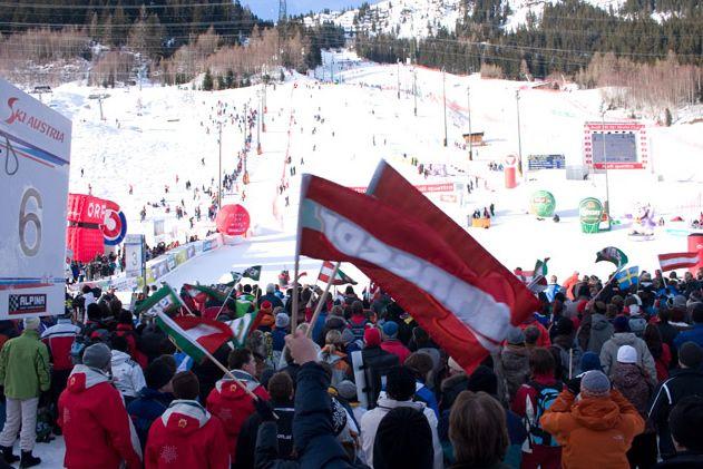 © www.arlbergkandaharrennen.com  -  LIVE: 2. Abfahrtstraining der Damen in St. Anton am Arlberg, Vorbericht, Startliste und Liveticker - Am Freitag steht in St. Anton am Arlberg das 2. und abschließende Training für die am Samstag stattfindende Abfahrt auf dem Programm. Start auf der Karl Schranz Piste ist am Freitag und Samstag jeweils um 11.45 Uhr. (Liveticker und Startliste sind im Menü oben abrufbar.) Die Karl Schranz Piste forderte die Fahrerinnen beim 1. Abfahrtstraining bis ........