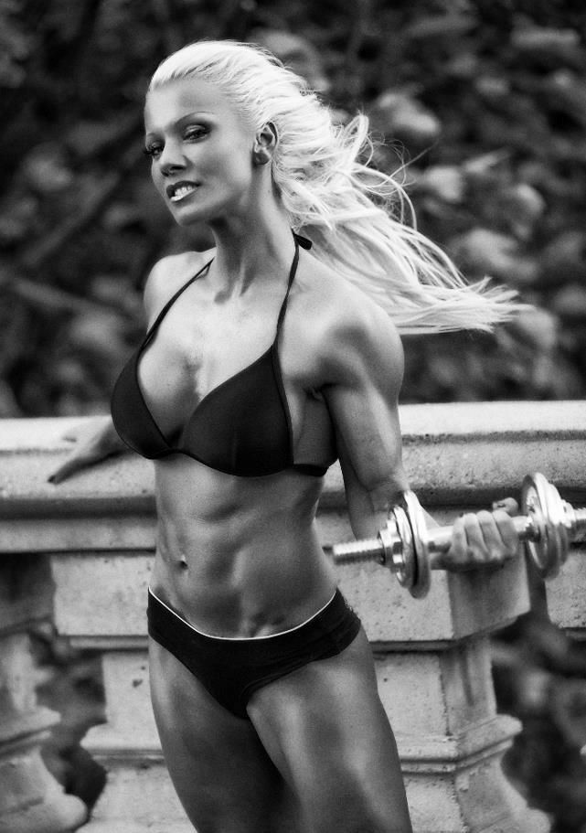 Female Form #StrongIsBeautiful #Motivation #WomenLift2 Csilla Fodor