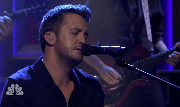 Luke Bryan�s Ultra-Sexy Performance of �Strip It Down�