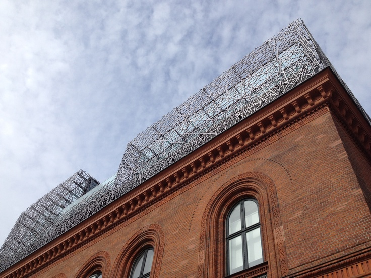 Copenhagen / Contemporary extension of classic school building