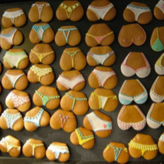 Heart shaped cookies: Perfect idea for a bachelorette party!
